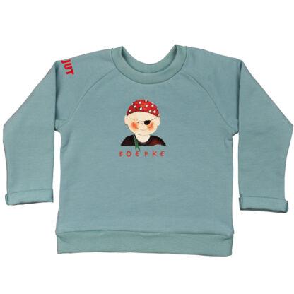 Zeegroene sweater met piraatje voor kinderen vanaf 18 maand tot 6 jaar. De illustratie is van Inge Adema van atelier Pjut in Leeuwarden. Het sweatertje is van biologisch katoen.