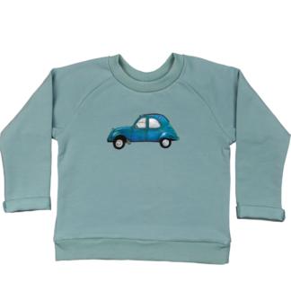 Zeegroene sweater 2CV. Van biologisch GOTS katoen. De illustratie en sweater zijn gemaakt in atelier Pjut.